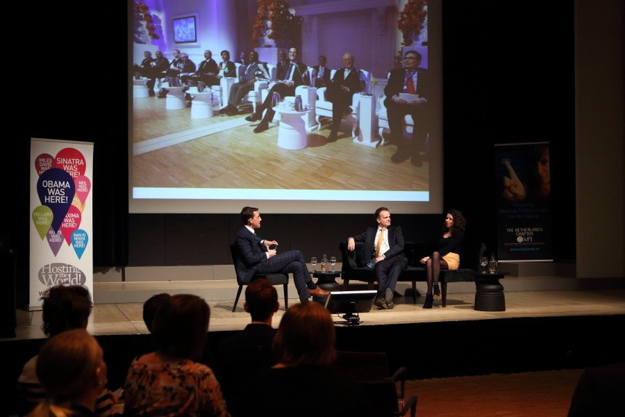 Rogier Elshout interviewing a motivational speaker